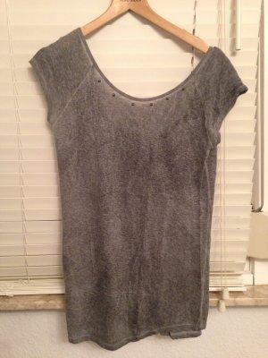 Shirt grau mit tiefen Rückenausschnitt und Nieten Gr. S
