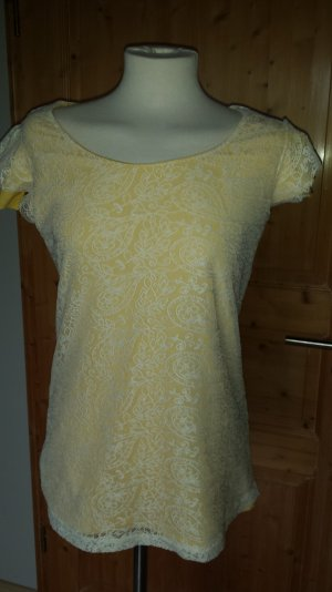 Shirt in gelb mit Spitze