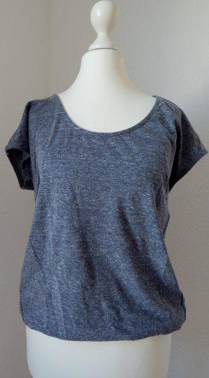 Shirt in graublau // Applikation im Rückenbereich