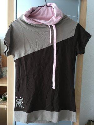 Shirt mit niedlicher Applikation und schönen Kragen mit Bändchen
