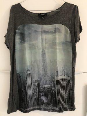 Shirt mit NYC-Print von Mango