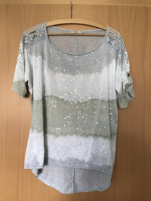 Shirt mit Pailletten in Batikoptik in Größe M