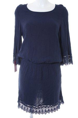 Robe t-shirt bleu foncé imprimé aztèque