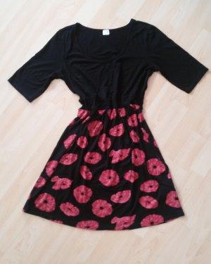 Shirtkleid mit Gürtel schwarz mit rotem Blumenprint