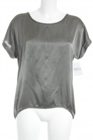 Camisa tipo túnica gris-taupe look casual
