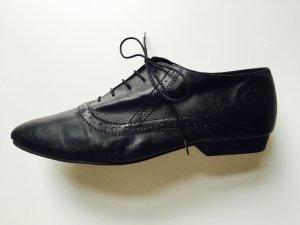 // Shoe // Budapester //