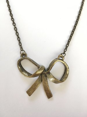 Short  Bow  Necklace