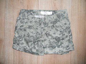 Short H&M grün geblümt Gr. 38