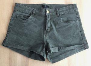 Shorts Gr. 36 H&M Hotpants khaki dunkelgrün grün NEU kurz Hose Jeans Twillshorts Umschlag