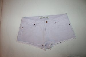 Shorts / Hotpants in hellem Fliederton mit fransigem Saum - Neu
