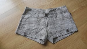 Shorts in braunem caro Muster
