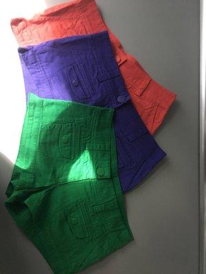 Shorts in Gr. 36 und drei Farben
