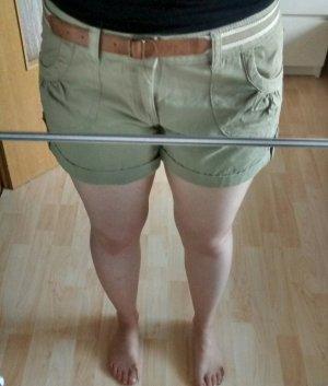 Shorts in khaki grün von Primark