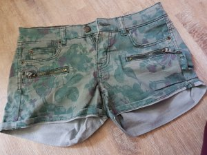Shorts in Khaki mit floralem Muster