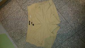 Shorts in Ockerfarbend