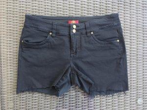**Shorts in schwarz**