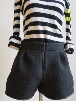 Shorts in Schwarz von Zara