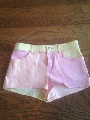Shorts in verschiedenen Farben