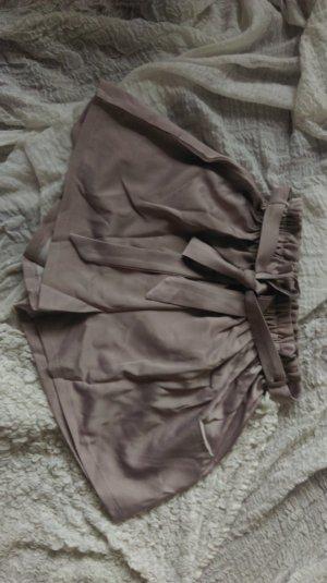 Shorts mit Falten und Bindeband