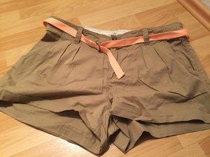 Shorts mit Gürtel...