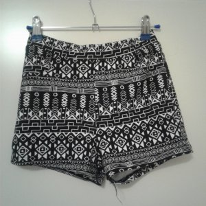 Shorts mit Muster...
