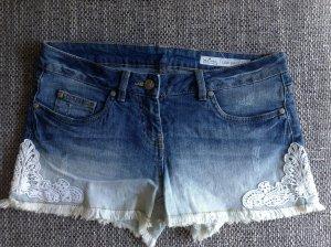 Shorts mit Ombre und Spitze
