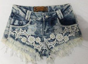 Shorts mit Perlen