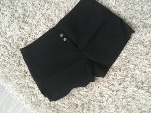 Shorts mit Spitzeneinsatz