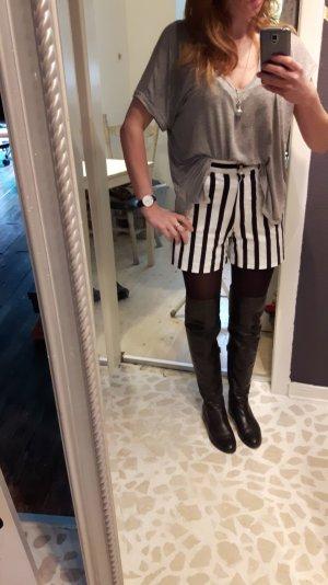 Shorts Vintage mit goldenen Knöpfen