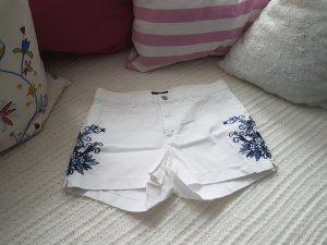 Shorts, weiß mit Blauem Muster an der Seite von H&M
