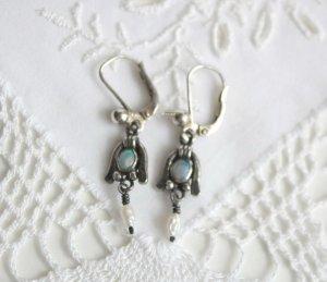 Silber Brisuren Ohrringe mit opalisierenden Steinen und Süsswasserperlen