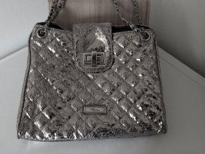 Silber glänzende Handtasche