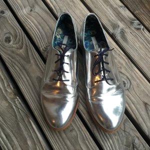 Silber glänzende Schnürschuhe von Boden, Gr .41,5