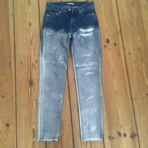Silber lackierte Jeans