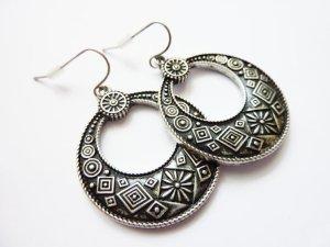 Dangle silver-colored-light grey metal