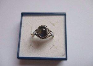 Silber Ring mit dursichtigen blau, grün, gelb schimmer
