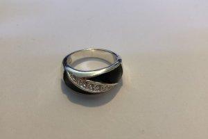 Silber-schwarzer Ring mit Steinen