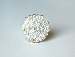 silber-weißer Blütenring