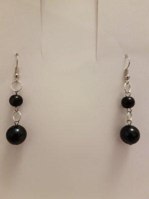 Silberfarbende Ohrhänger mit schwarzen Perlen (Selbstgemacht)