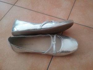 Silberfarbene Ballerinas
