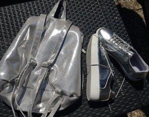 Silberfarbene Bootis, Boots Gr 39 , und Rucksack .Beides neu und unebnutzt