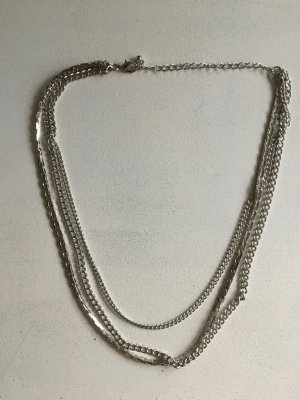 Silberfarbene Kette mit drei Reihen von H&M