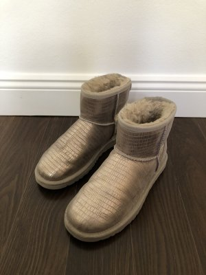 Silberfarbene kurze UGG Boots