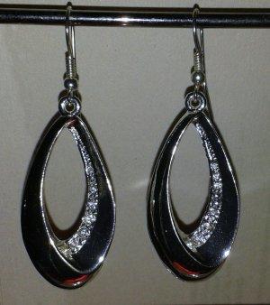 Silberfarbene Ohrringe mit Glitzersteinen