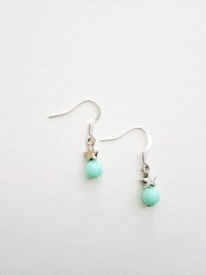 silberfarbene Ohrringe mit Stern und mintfarbener Perle