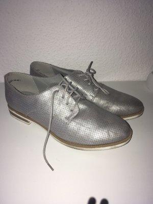 Silberfarbene Schnürschuhe
