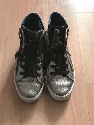 Silberfarbene Sneaker mit Reisverschlussdetails