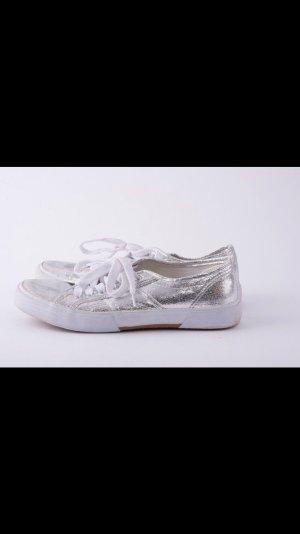 Silberfarbene Snealer