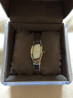 Silberfarbene Uhr von DKNY