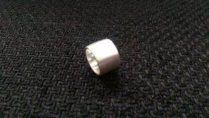 silberfarbener  Ring